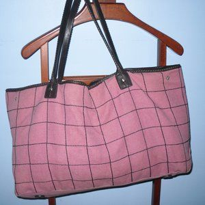 Handbags - Pink and striped bag. Perfect for travel!
